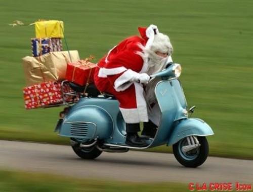 Le Père Noël dans sa tournée.